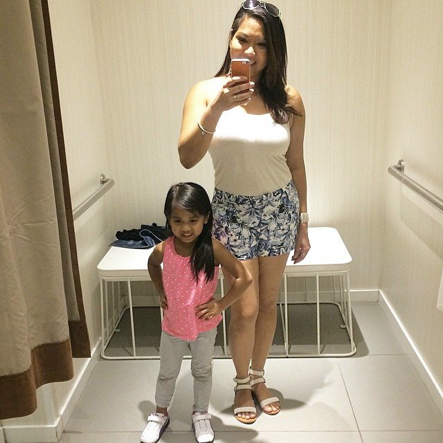 Shopping for Turks & Caicos at @hm! My mini #StyleBlogger loves trying on clothes with Mommy! #BeachesMom #Caribbean #TurksandCaicos @mr.teh @theitdad