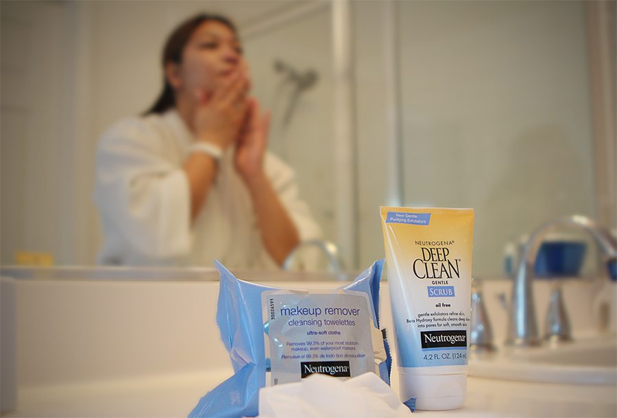 NEUTROGENA® Deep Clean Gentle Scrub