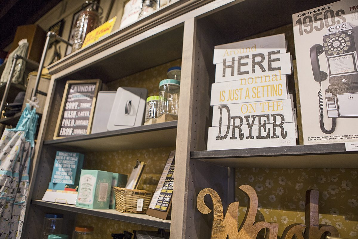 Cracker Barrel Last Minute Holiday Gift Guide